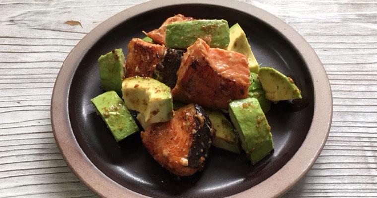 鮭とアボカドの炒め物~カサカサ乾燥肌が気になる方にオススメ!